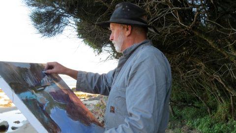 Photo of artist Stuart Whitelaw painting